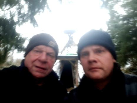 Klaus und Björn Wiedemann warten auf den Nikolaus